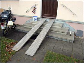 Lépcső akadálymentesítés mobil rámpával